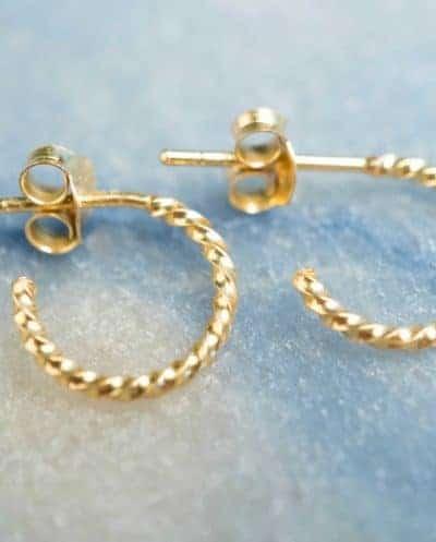 Gouden oorbellen 'Twisted Hoops studs' van Goud Vermeil