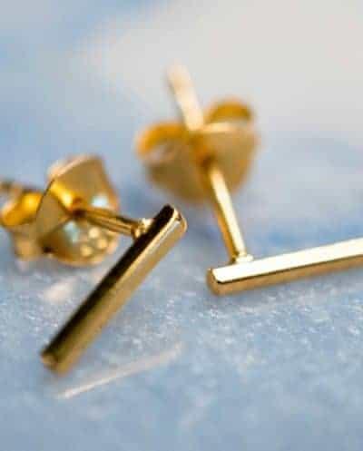 Gouden oorbellen 'Bar studs' van Goud Vermeil