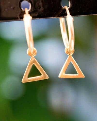 Gouden oorbellen 'Triangle Hoops' van Goud Vermeil