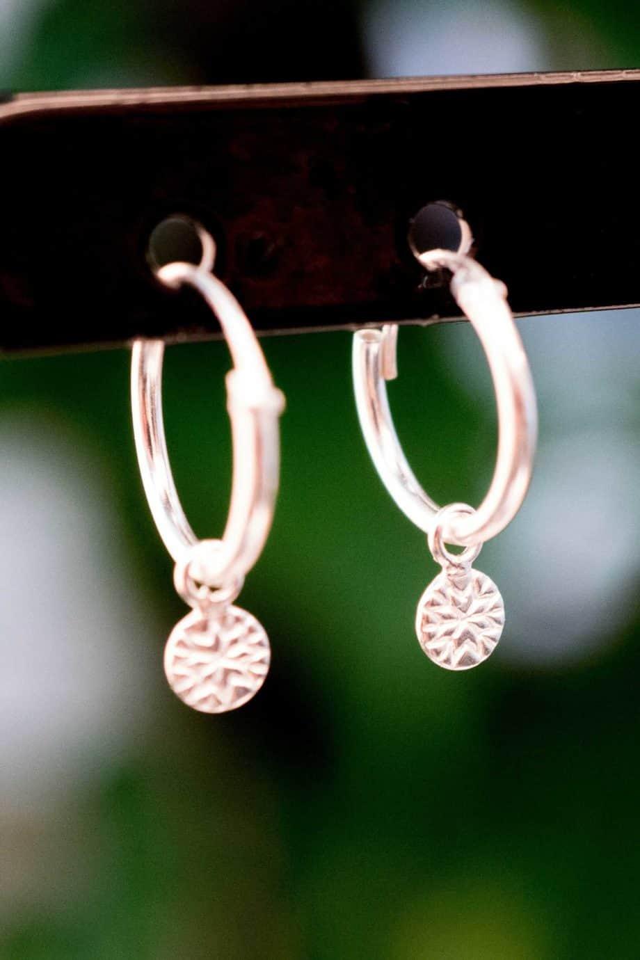 Sterling Zilveren 'Coin Hoops' oorbellen