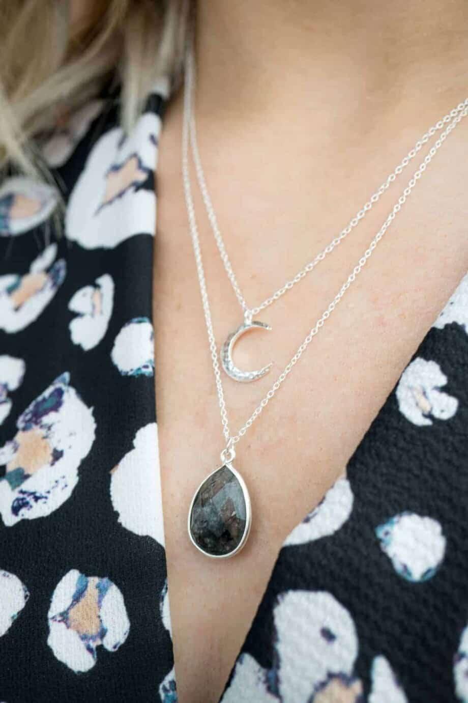 Handgemaakte Zilveren ketting met zwarte edelsteen 'Rutielkwarts' en Zilveren 'Maan' Sterling Zilveren ketting
