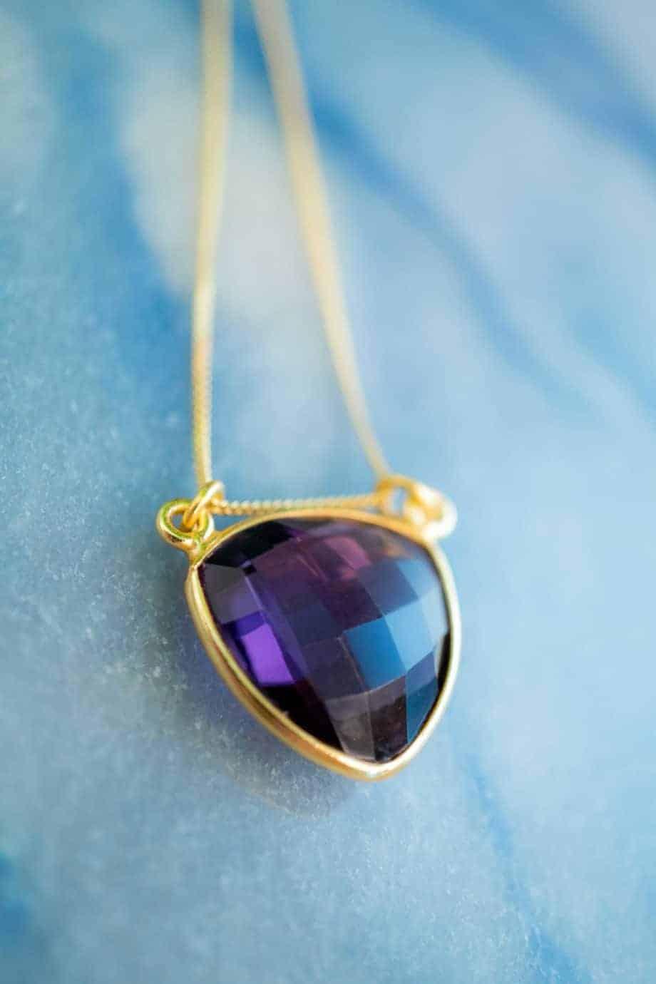 Handgemaakte Gouden ketting met paarse edelsteen 'Amethist' van Goud op Zilver