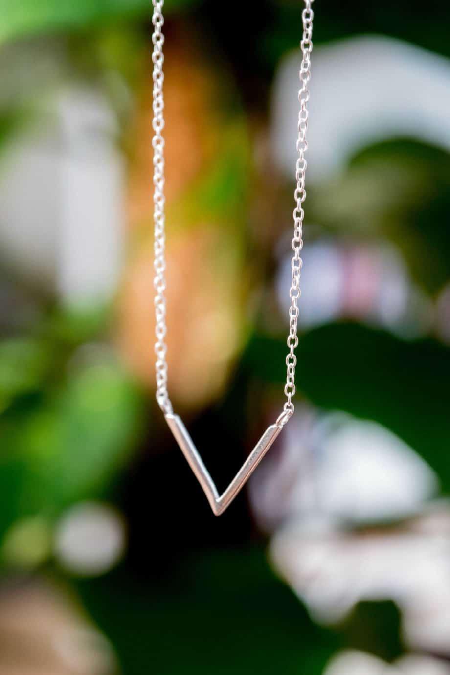 Zilveren ketting met hanger 'V necklace' van Sterling Zilver