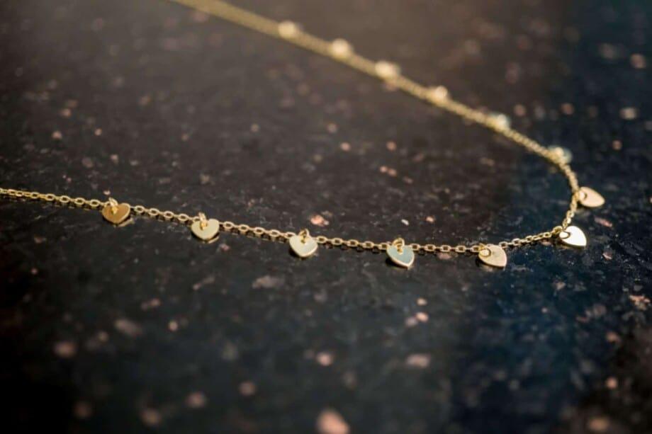 Gouden ketting met hartjes hangers 'Queen of Hearts' van Goud op Zilver