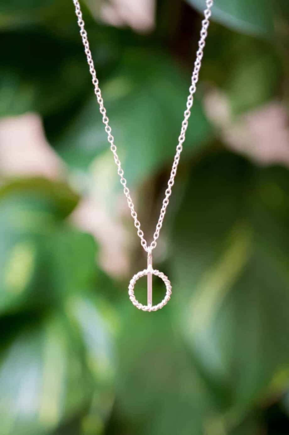 Zilveren ketting met hanger 'Twisted circle' van Sterling Zilver