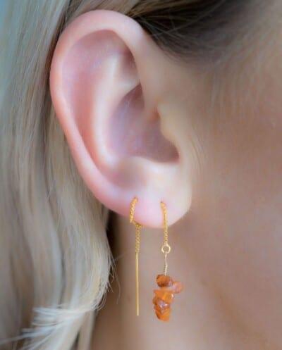 Handgemaakte Gouden oorbellen met oranje-bruine edelsteen Carneool