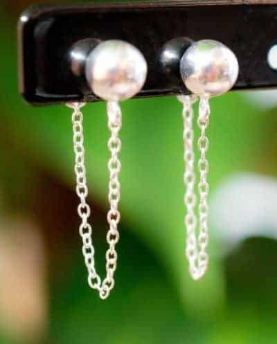 Zilveren oorbellen 'Ball and chain'