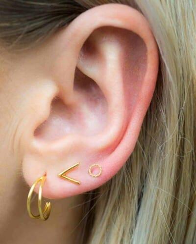 Gouden oorbellen 'V' stud van Goud Vermeil