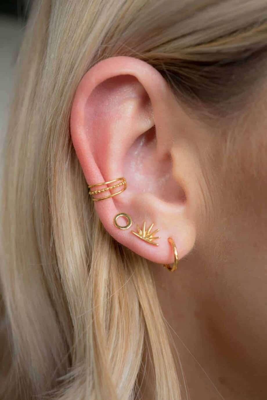 Gouden oorbellen en earcuff van Goud Vermeil