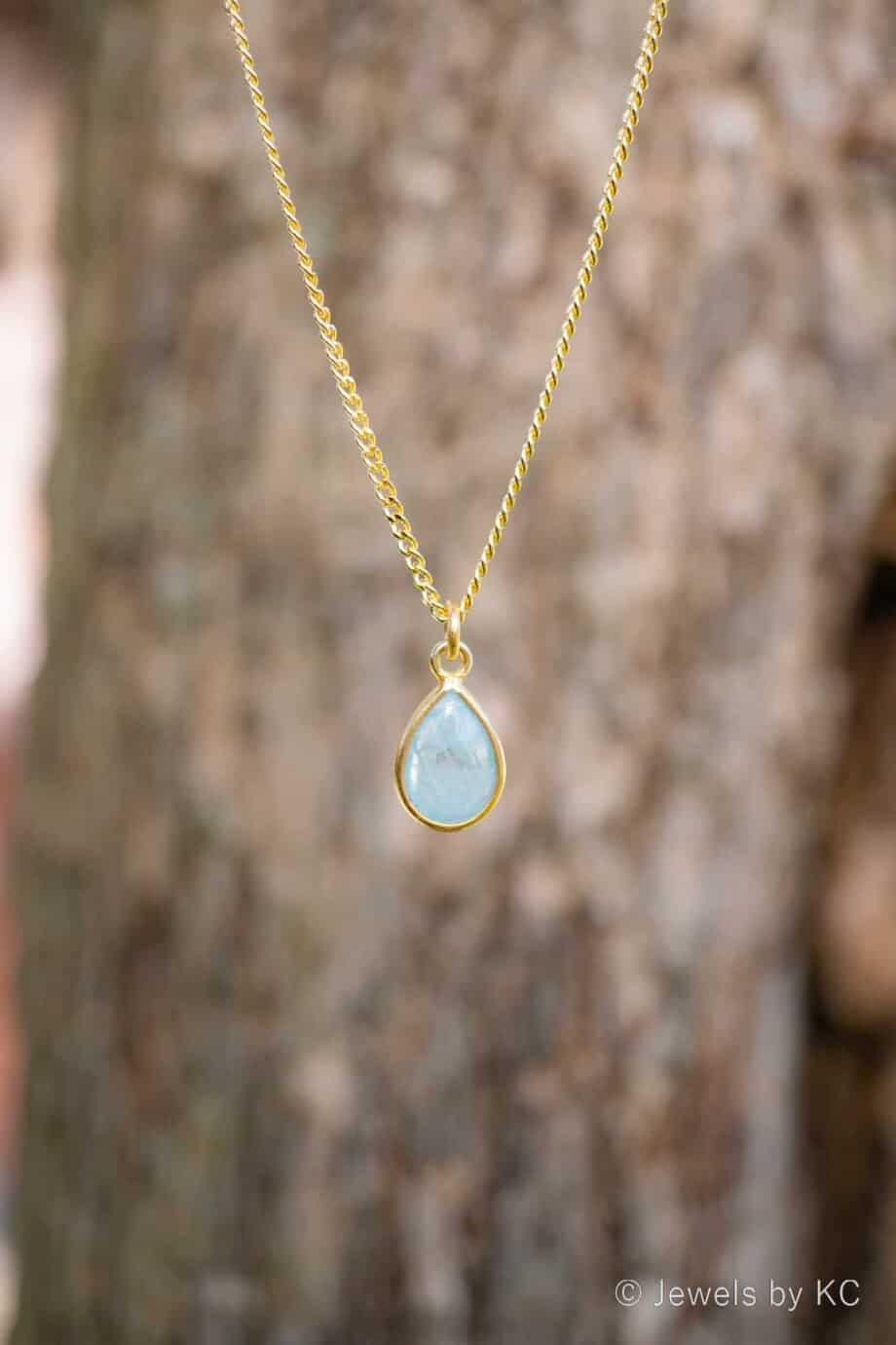 Gouden ketting met edelsteen blauwe 'Aquamarijn' van Goud op Zilver. Handgemaakte edelsteen sieraden van Jewels by KC.