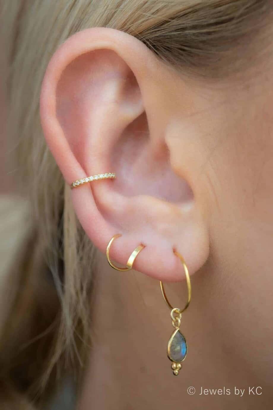 Handgemaakte Gouden edelsteen oorbellen blauwe 'Labradoriet Hoops' hangers