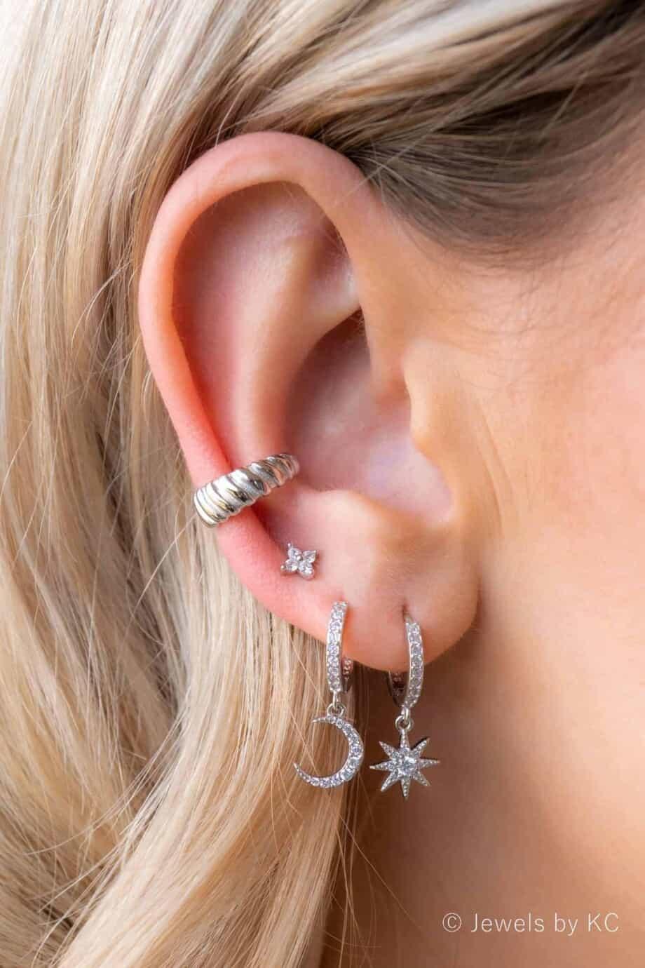 Zilveren oorbellen en zilveren ear cuff van Sterling Zilver