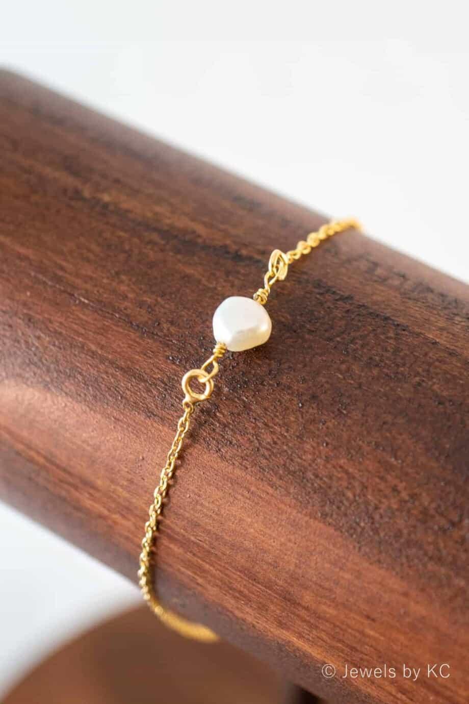 Gouden armband met zoetwater parel van Goud op Zilver