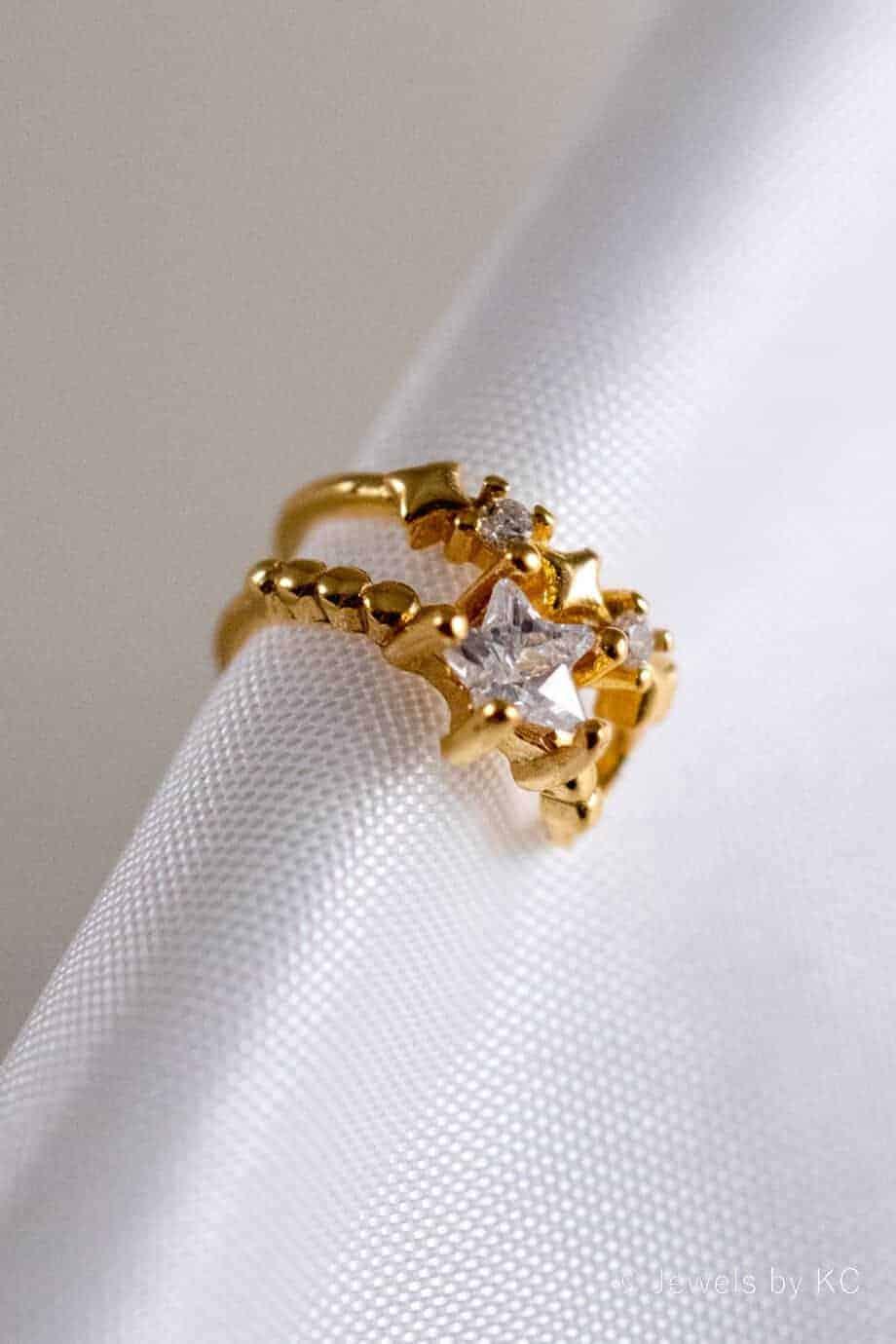 Gouden Earcuff The Stars in your eyes Goud op Zilver. Handgemaakte edelsteen sieraden van Jewels by KC.