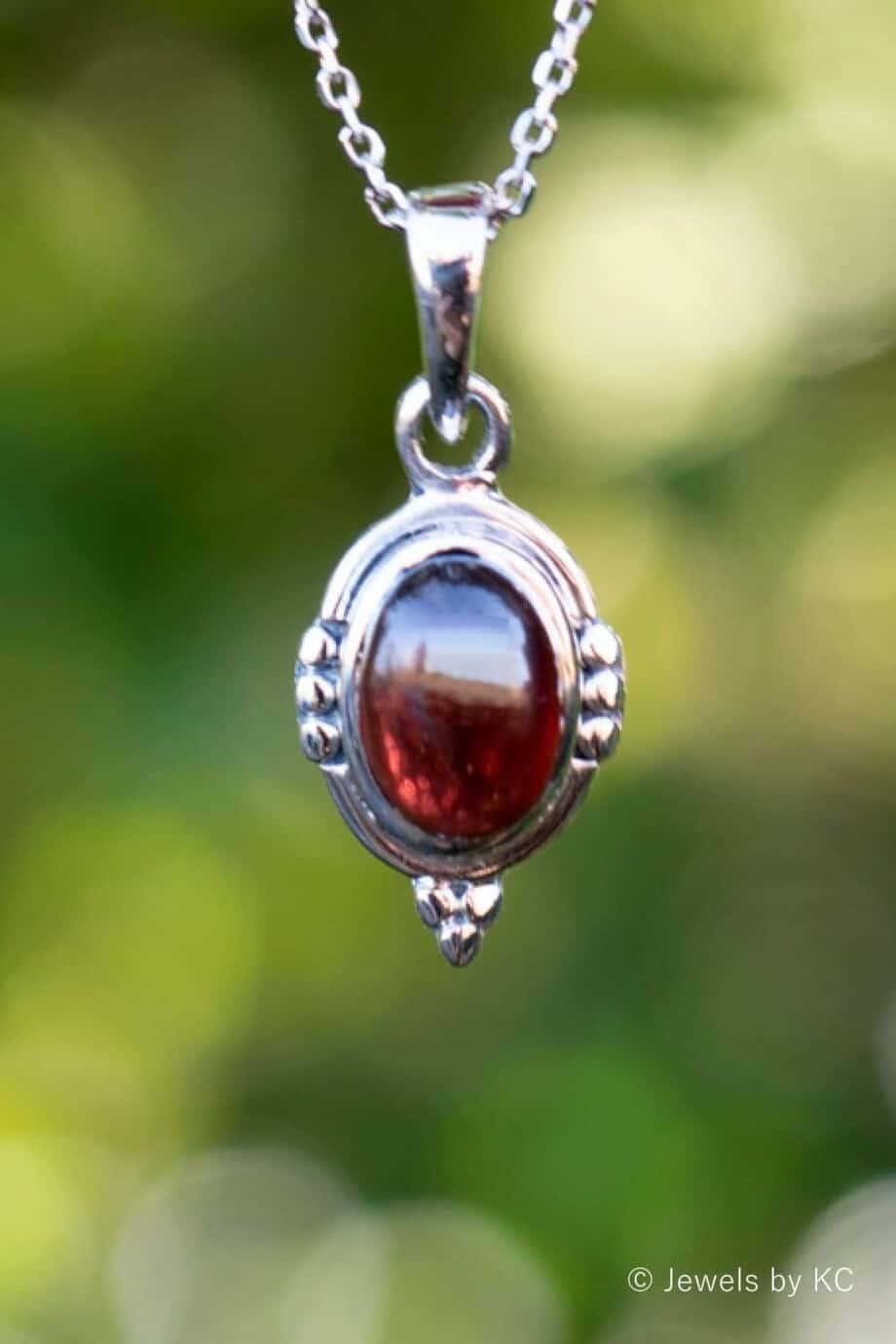 Zilveren edelsteen ketting met rode Granaat hanger van Sterling Zilver