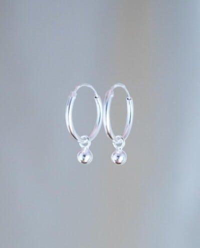 Zilveren oorbellen met bolletjes van Sterling Zilver