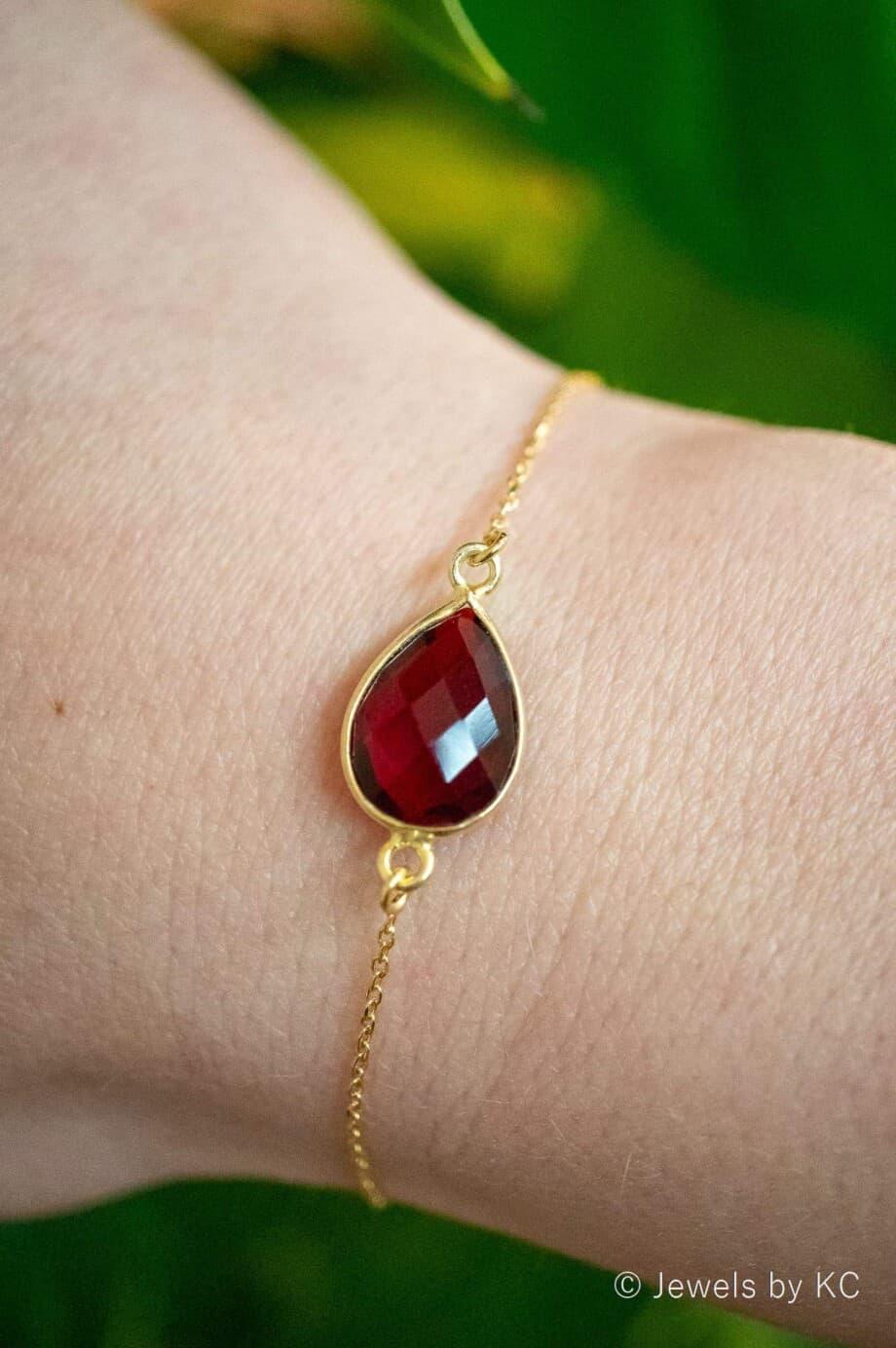 Gouden edelsteen armband met Donkerrode Granaat van Goud op Zilver