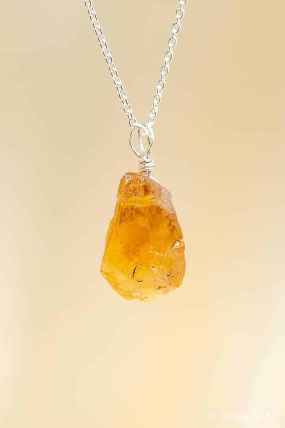 Zilveren ketting met ruwe steen van geel-oranje Citrien edelsteen