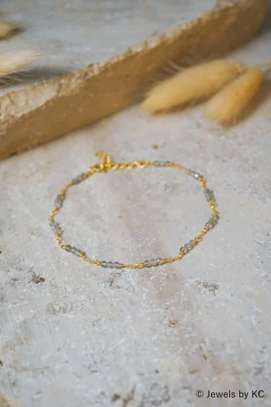 Gouden armband 'Rosary Labradorite' van Goud op Zilver