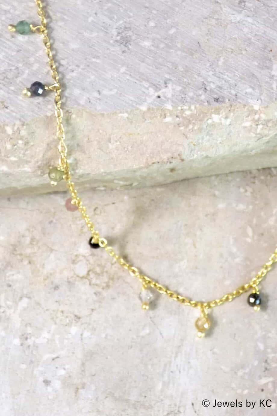 Gouden-edelsteen-enkelbandje-met-toermalijn-steentjes-van-Goud-op-Zilver