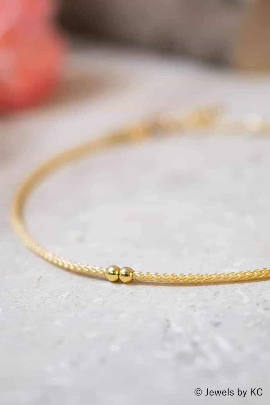 Dun-creme-koord-armbandje-Blanco-met-Gouden-kraaltjes-Goud-op-Zilver
