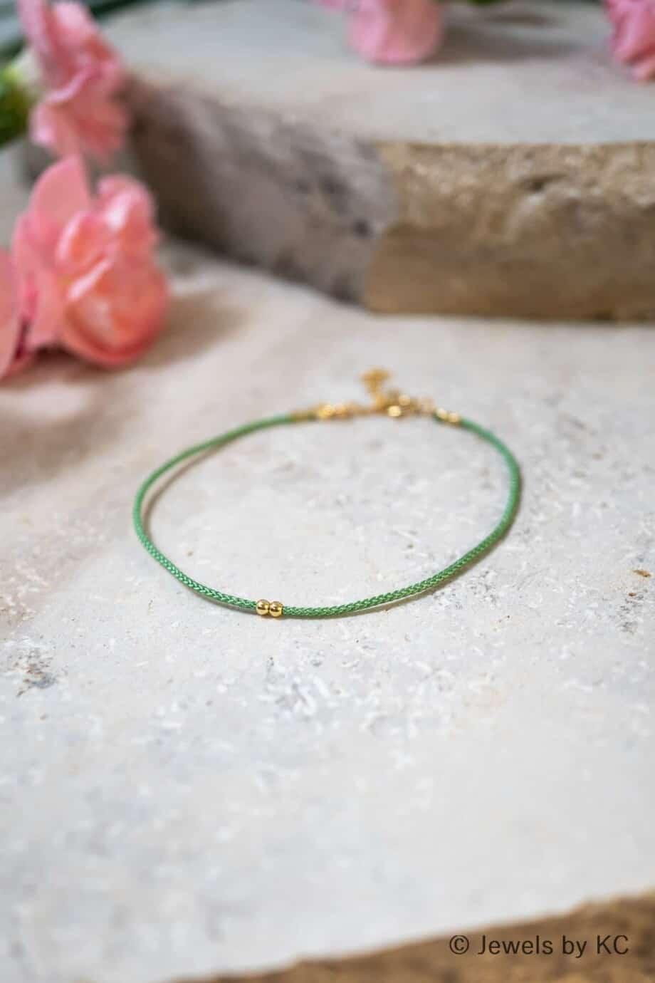 Dun groen koord armbandje Verde met Gouden kraaltjes Goud op Zilver
