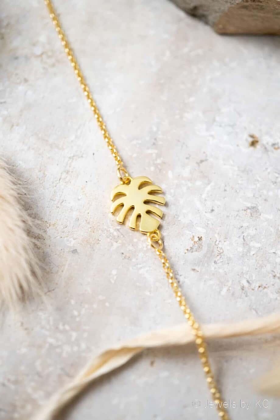 Gouden armband 'Monstera leaf' van Goud op Zilver