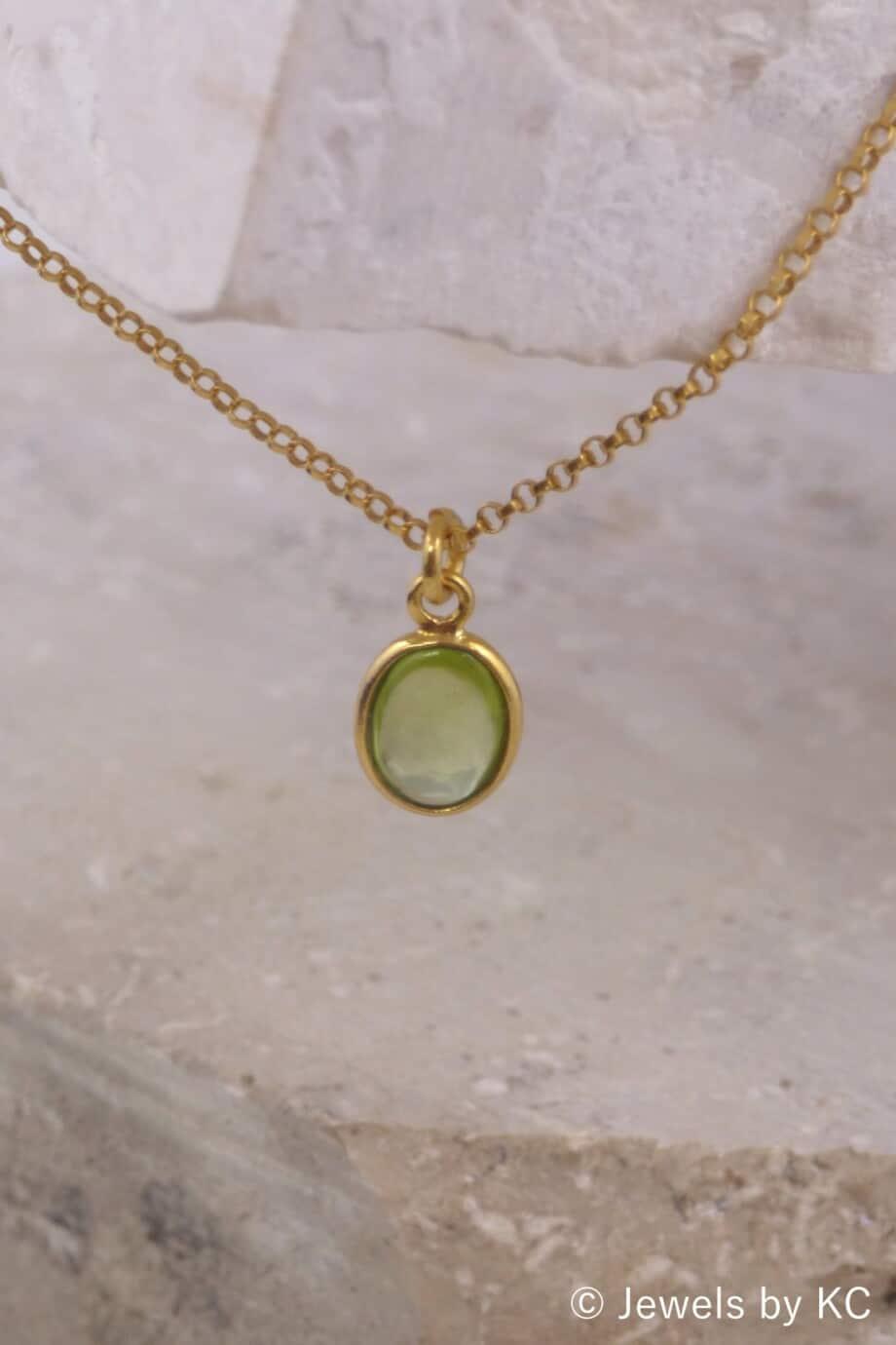 Gouden Goldfilled ketting met ovale groene peridoot edelsteen van Goud op Zilver