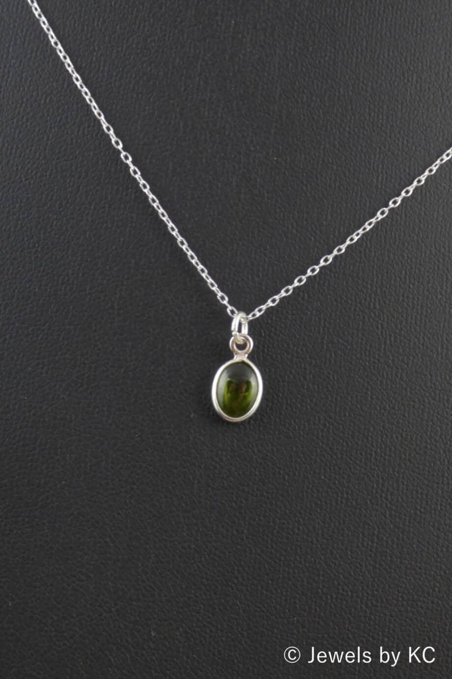 Zilveren ketting met ovale groene peridoot edelsteen van Sterling Zilver