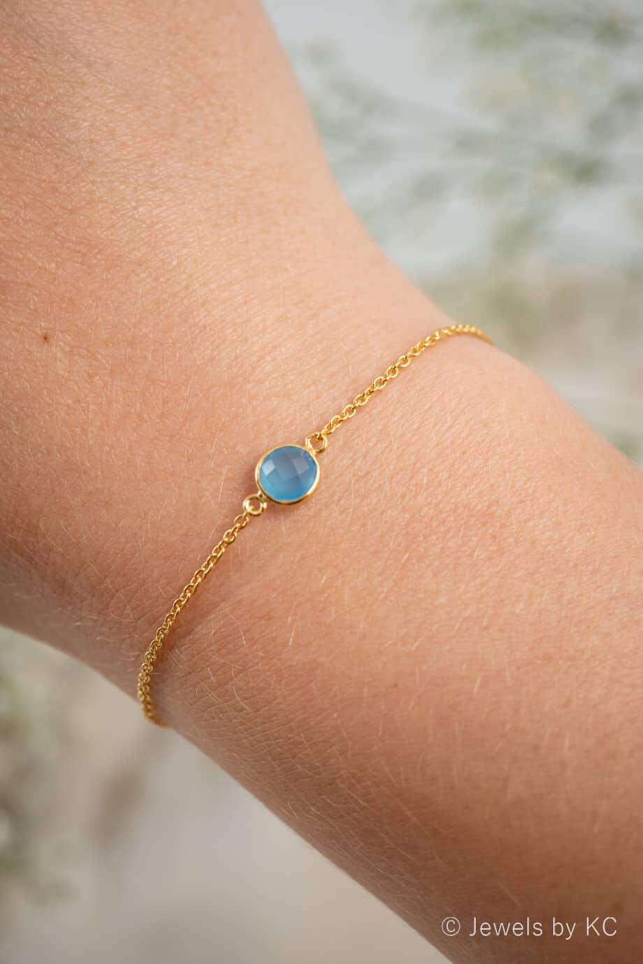 Gouden-edelsteen-armband-Blauwe-Chalcedoon-Blue-Chalcedony-van-Goud-op-Zilver