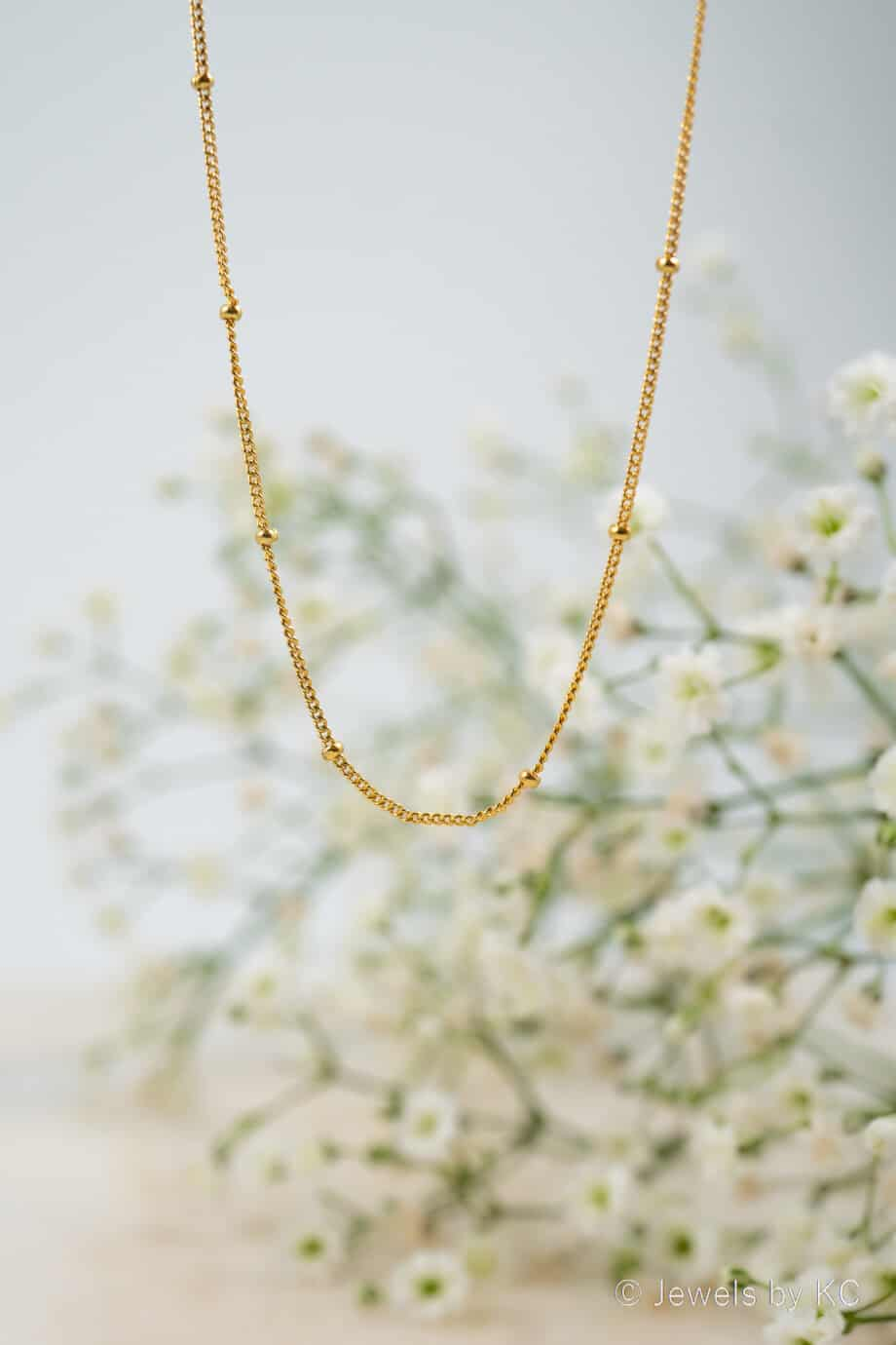Minimalistische-Gouden-Small-Satellite-ketting-gouden-bolletjes-van-Goud-op-Zilver